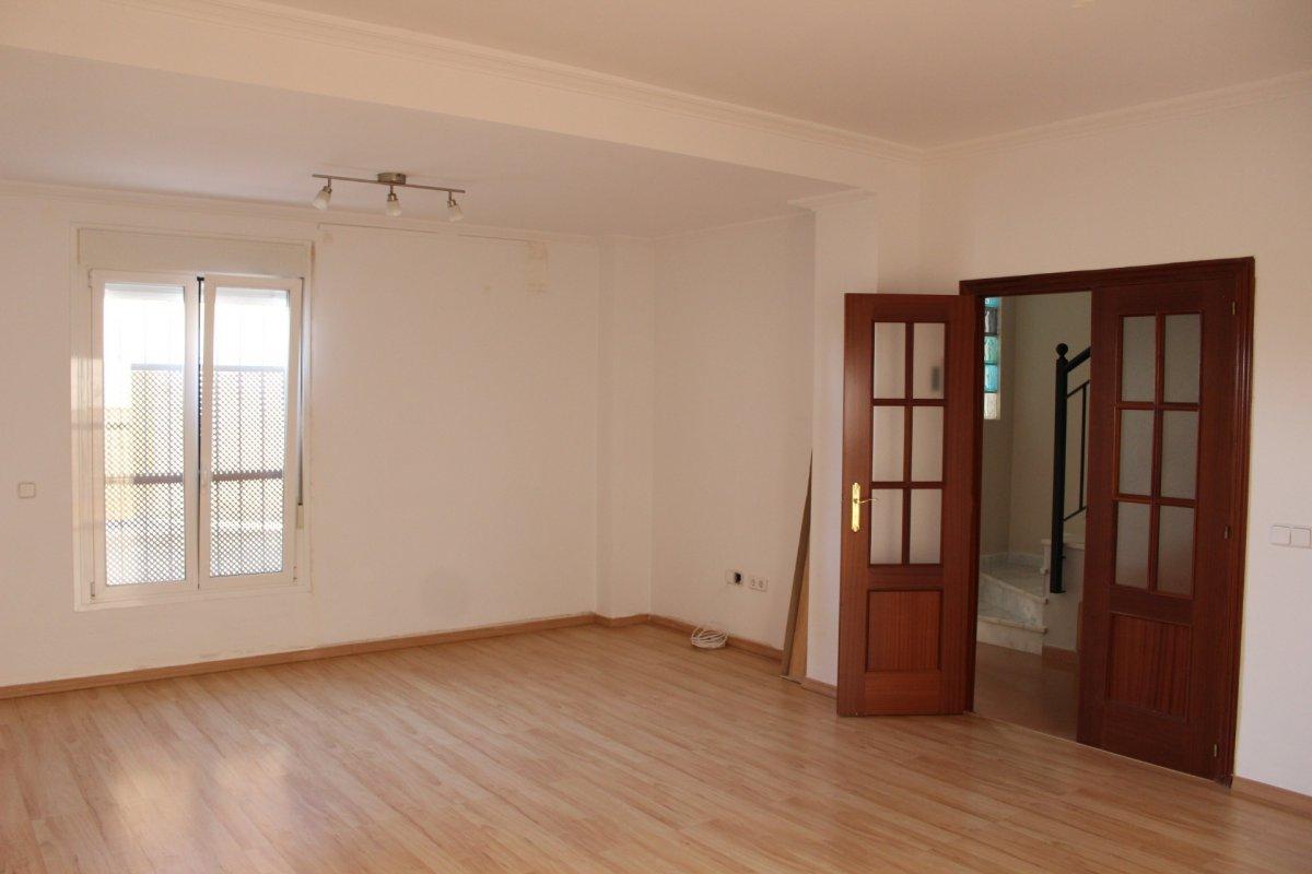 casa en alcala-de-guadaira · santa-lucia 650€