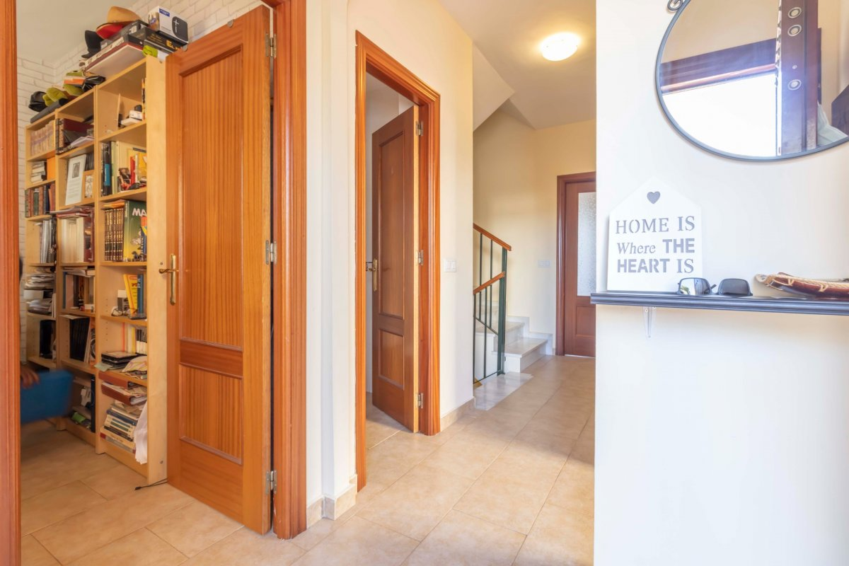 Casa adosada en urbanizaciÓn privada a la venta en valencina de la concepciÓn - imagenInmueble1