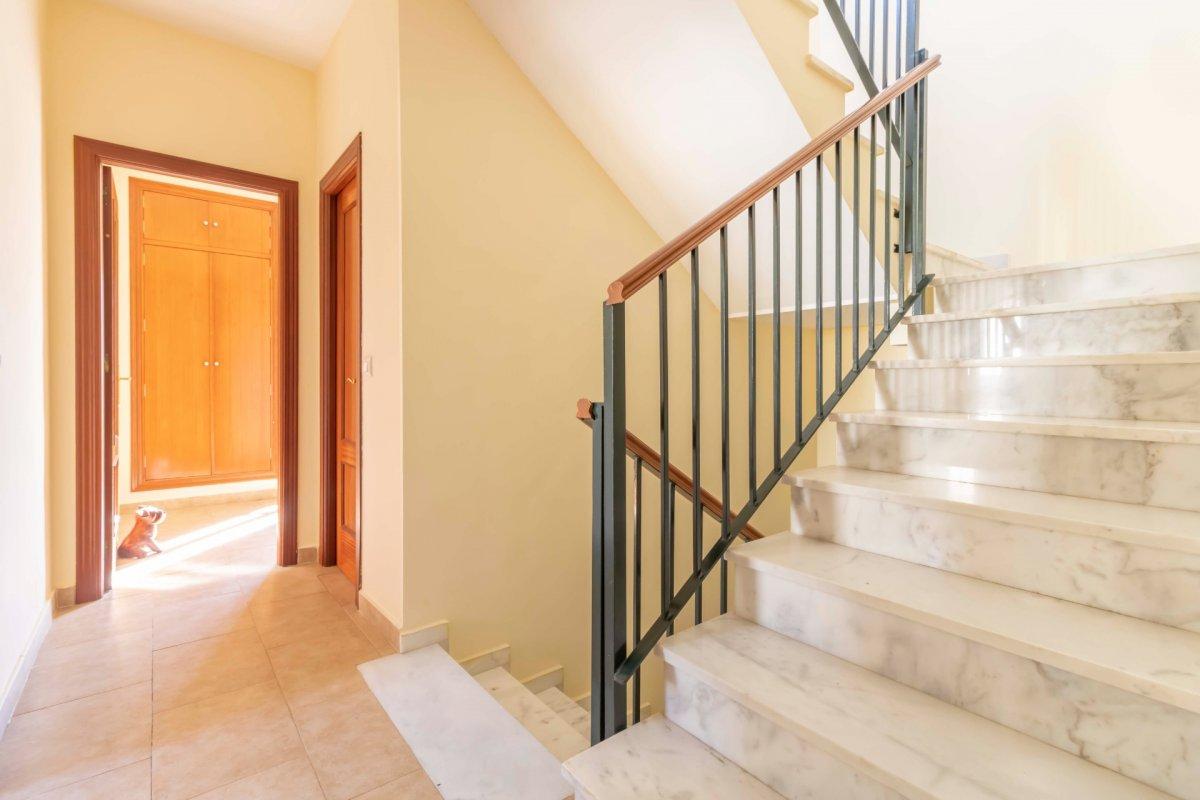 Casa adosada en urbanizaciÓn privada a la venta en valencina de la concepciÓn - imagenInmueble21