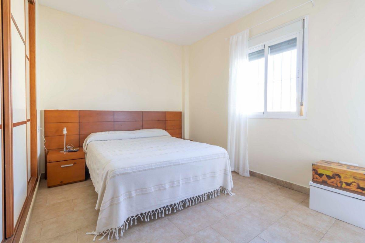 Casa adosada en urbanizaciÓn privada a la venta en valencina de la concepciÓn - imagenInmueble24