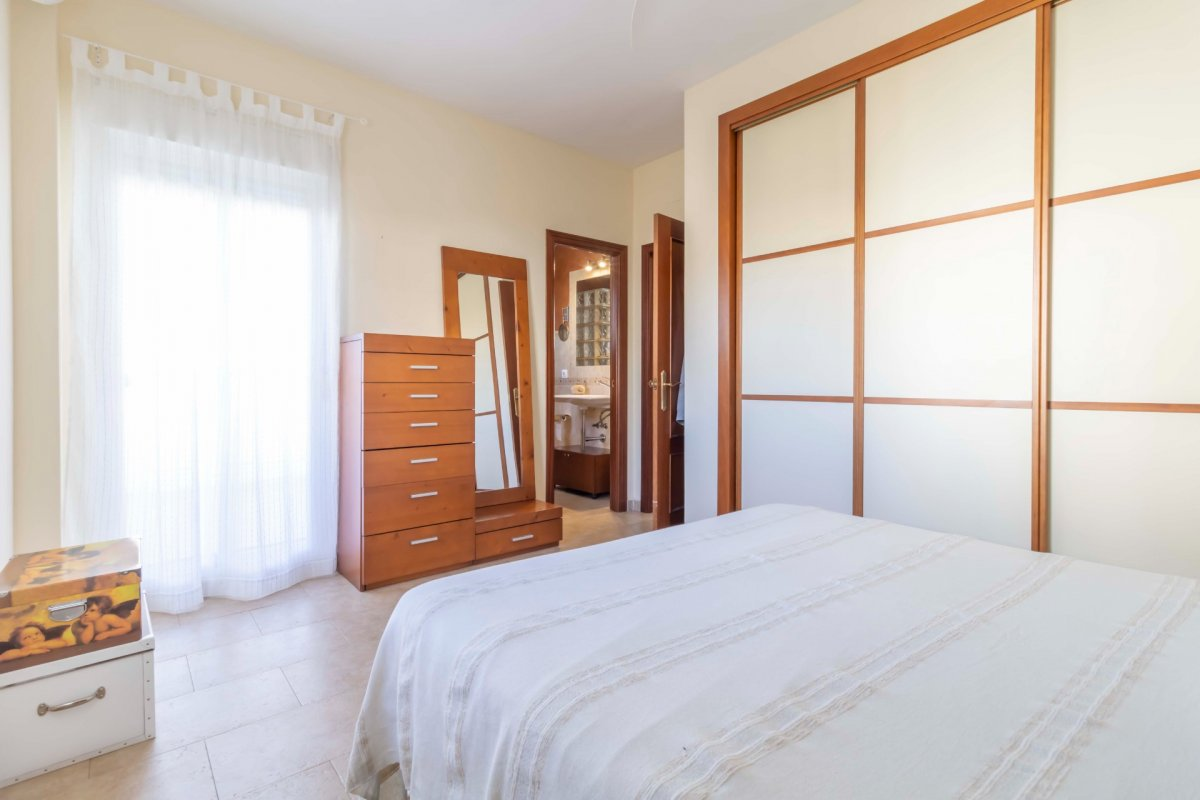 Casa adosada en urbanizaciÓn privada a la venta en valencina de la concepciÓn - imagenInmueble25