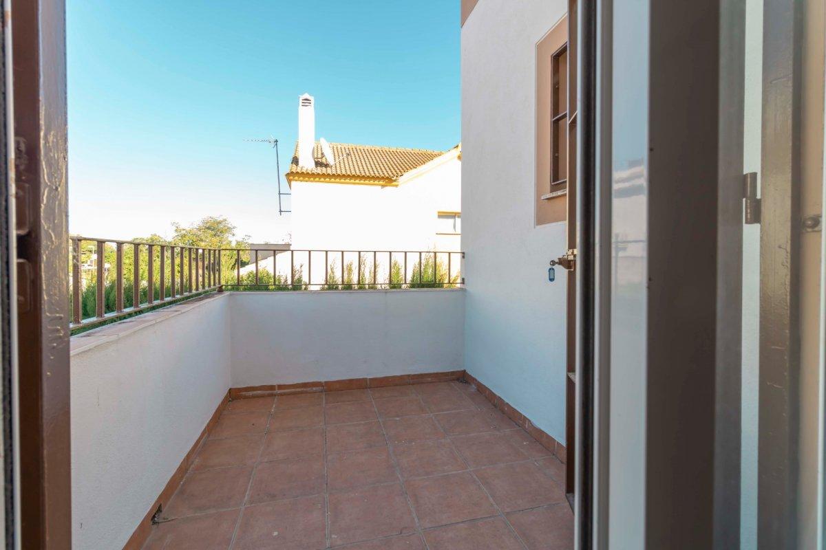Casa adosada en urbanizaciÓn privada a la venta en valencina de la concepciÓn - imagenInmueble26