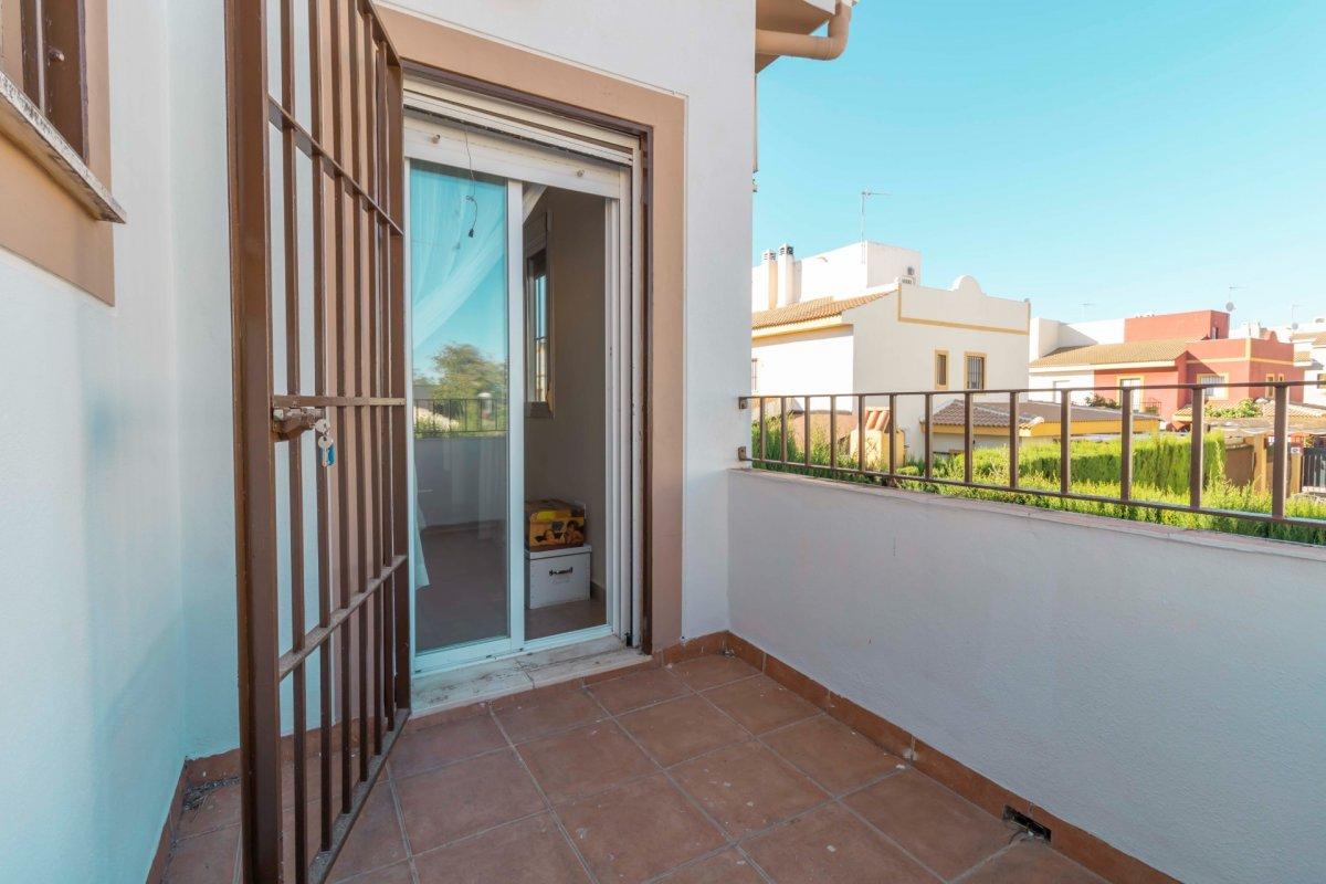 Casa adosada en urbanizaciÓn privada a la venta en valencina de la concepciÓn - imagenInmueble27