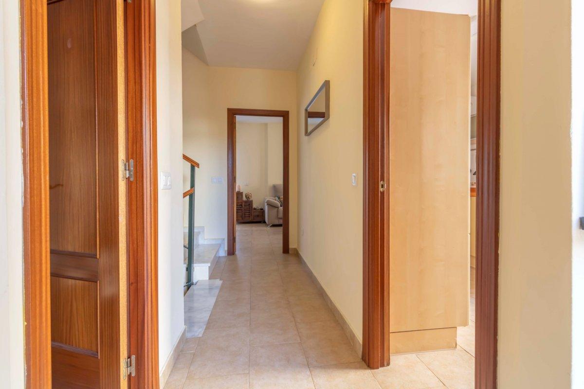 Casa adosada en urbanizaciÓn privada a la venta en valencina de la concepciÓn - imagenInmueble2