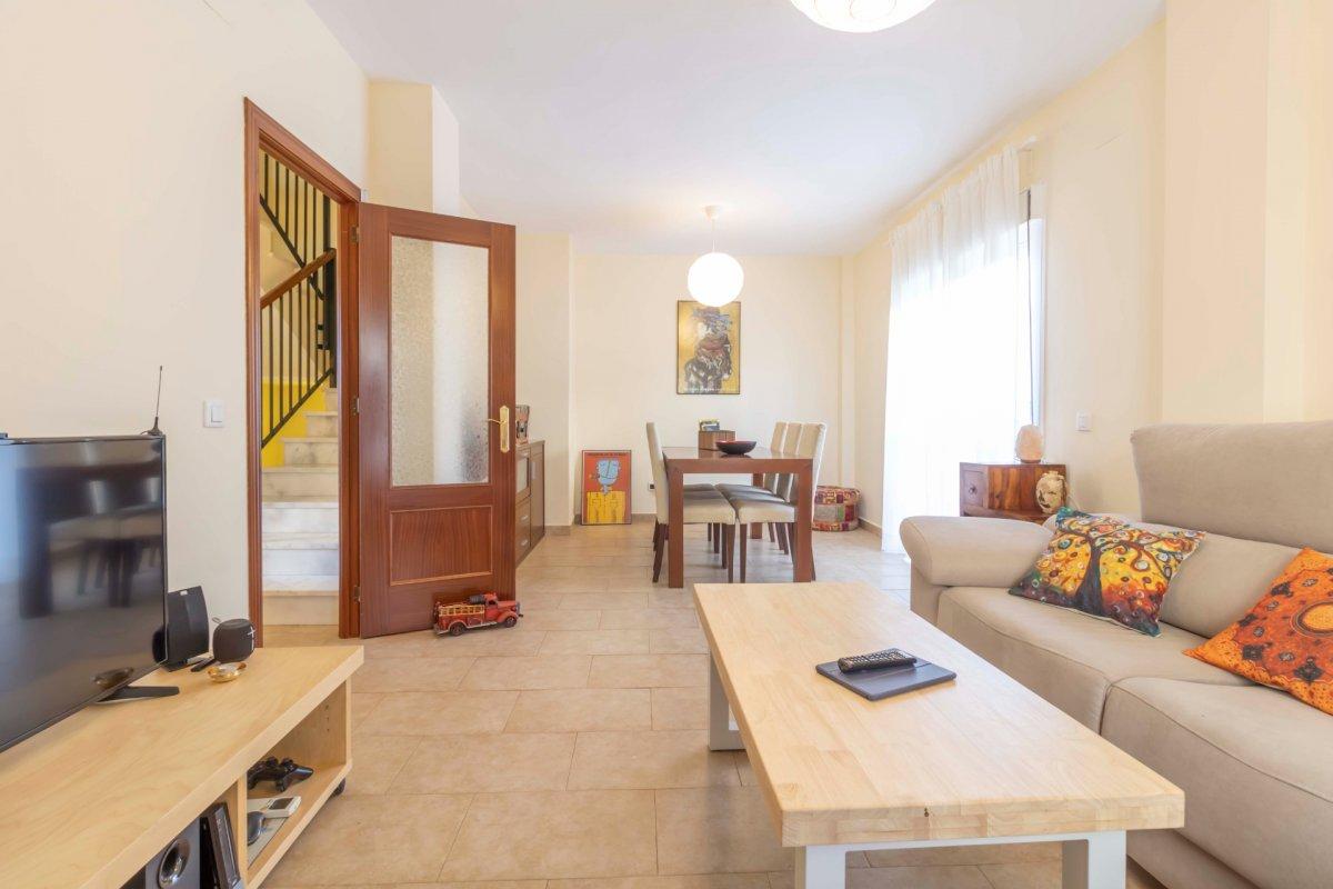 Casa adosada en urbanizaciÓn privada a la venta en valencina de la concepciÓn - imagenInmueble7
