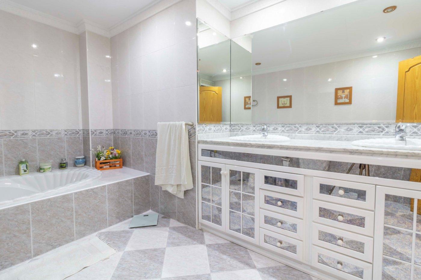 Casa a la venta en zona padre pÍo - imagenInmueble24