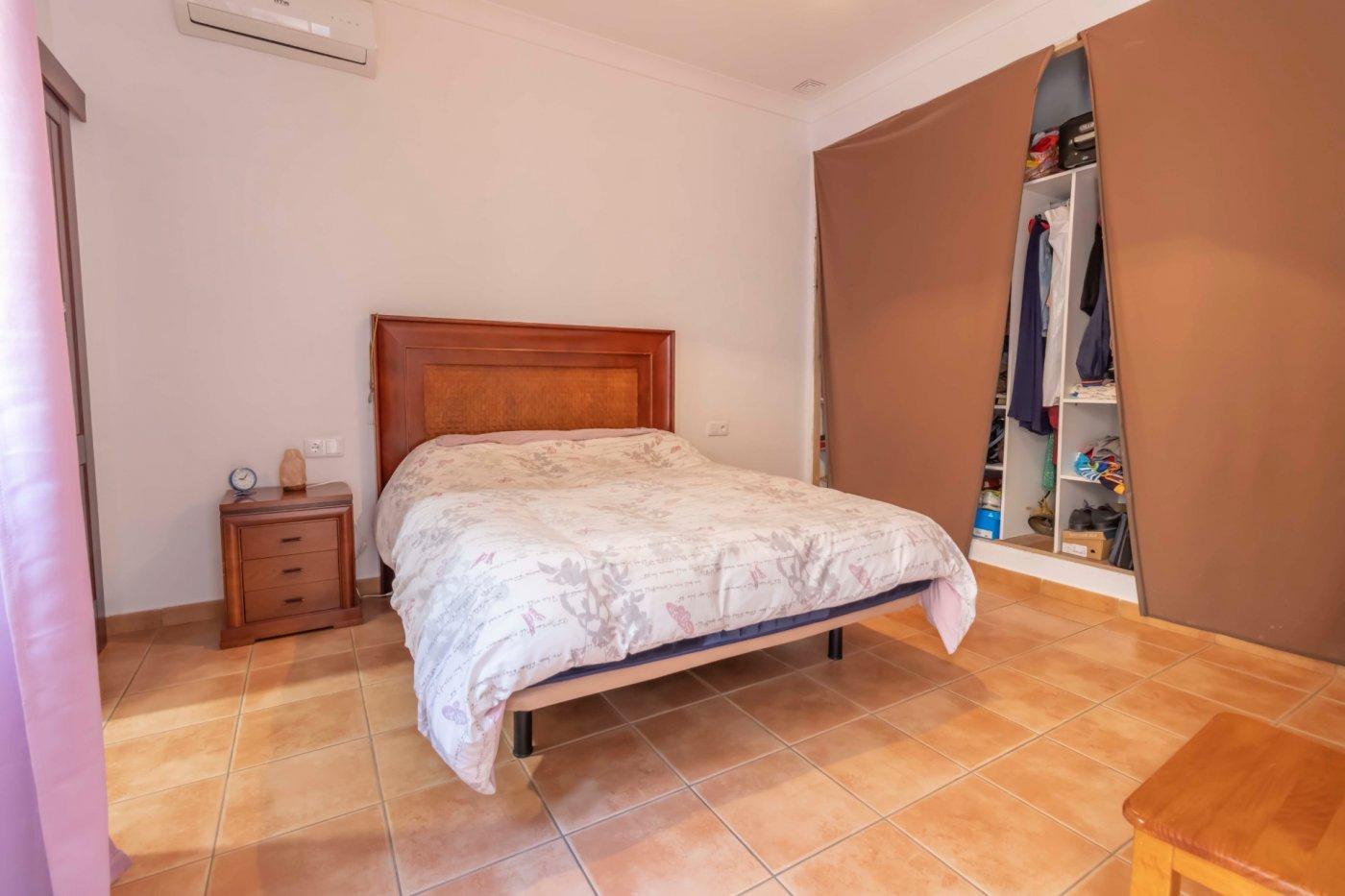 Casa de reciente construccion a la venta en carmona - imagenInmueble11