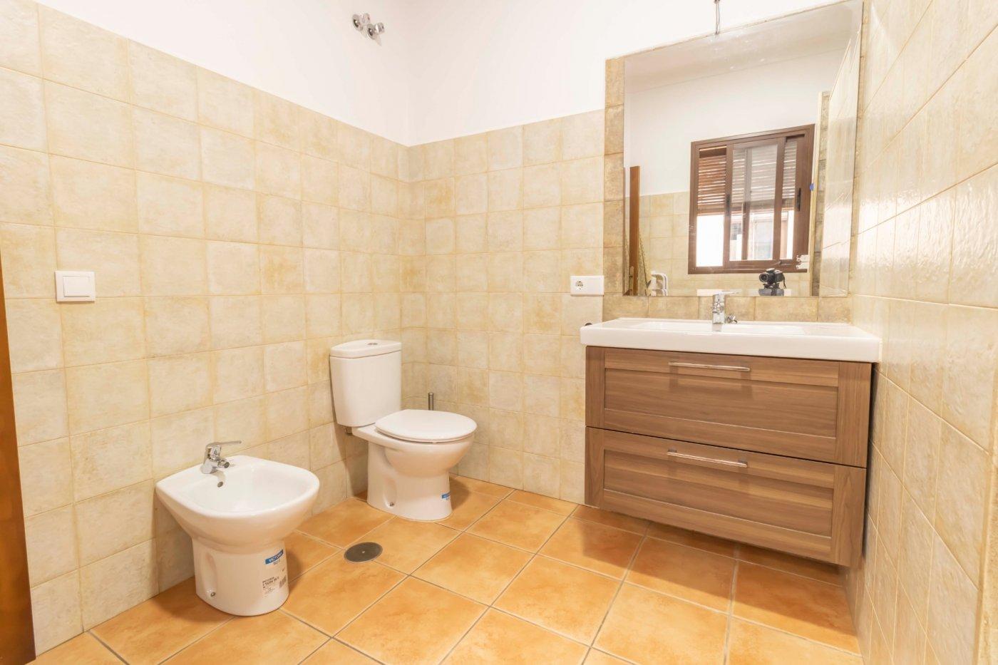 Casa de reciente construccion a la venta en carmona - imagenInmueble25
