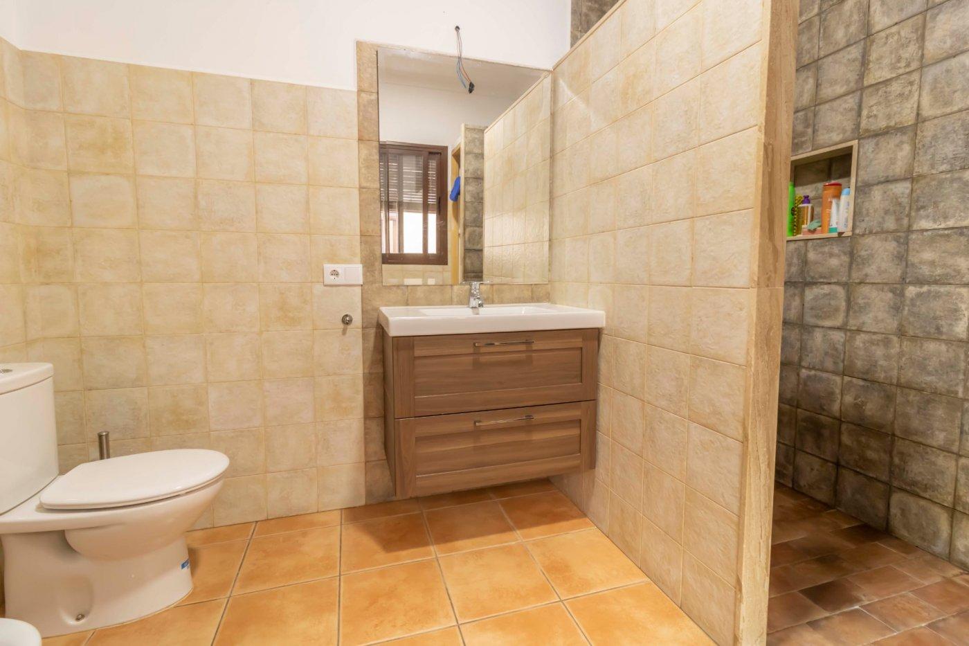 Casa de reciente construccion a la venta en carmona - imagenInmueble26