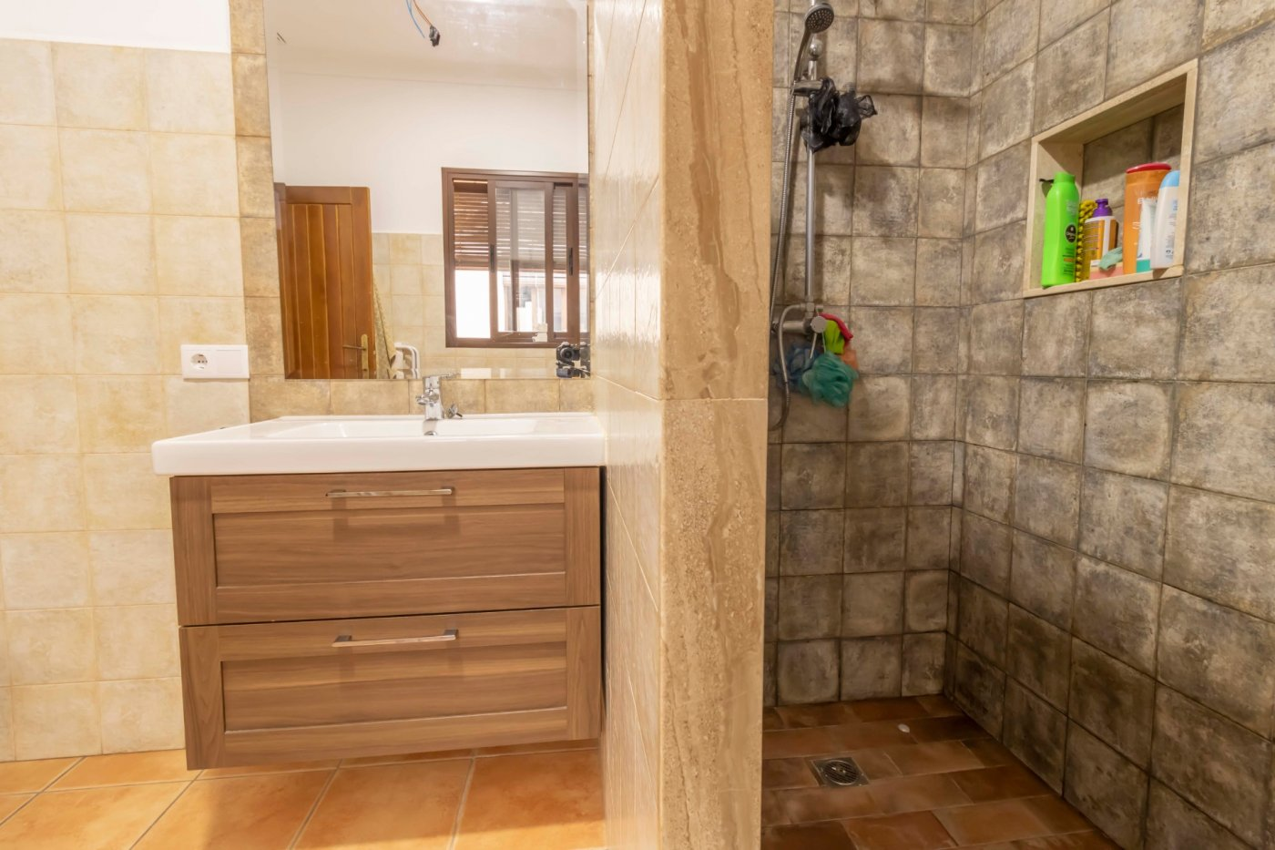 Casa de reciente construccion a la venta en carmona - imagenInmueble27