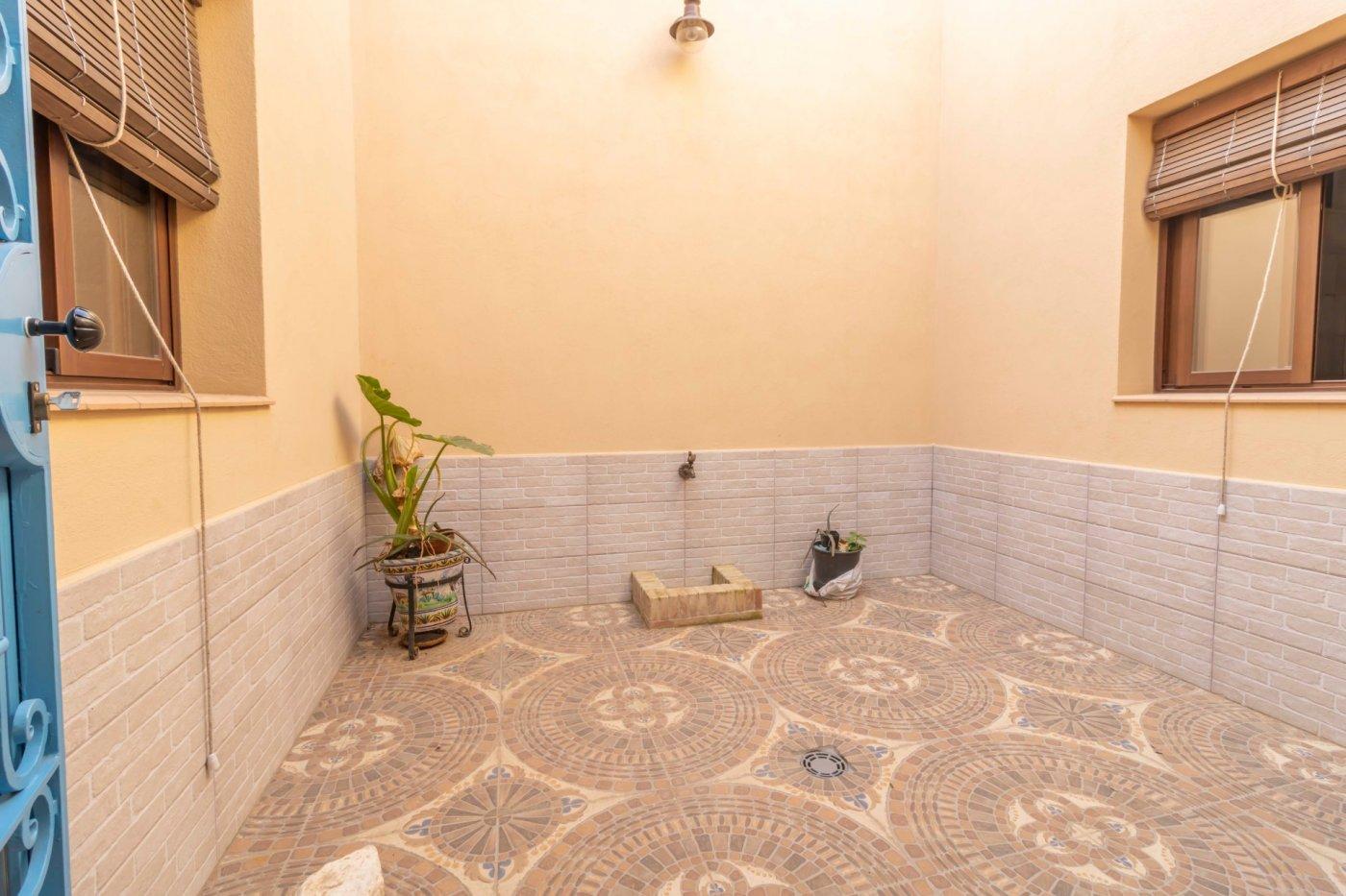Casa de reciente construccion a la venta en carmona - imagenInmueble30