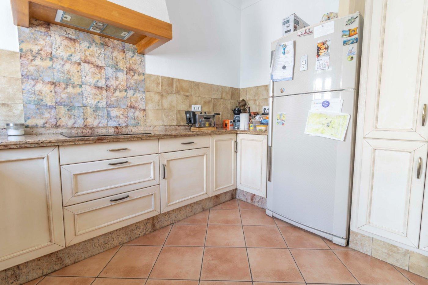 Casa de reciente construccion a la venta en carmona - imagenInmueble5