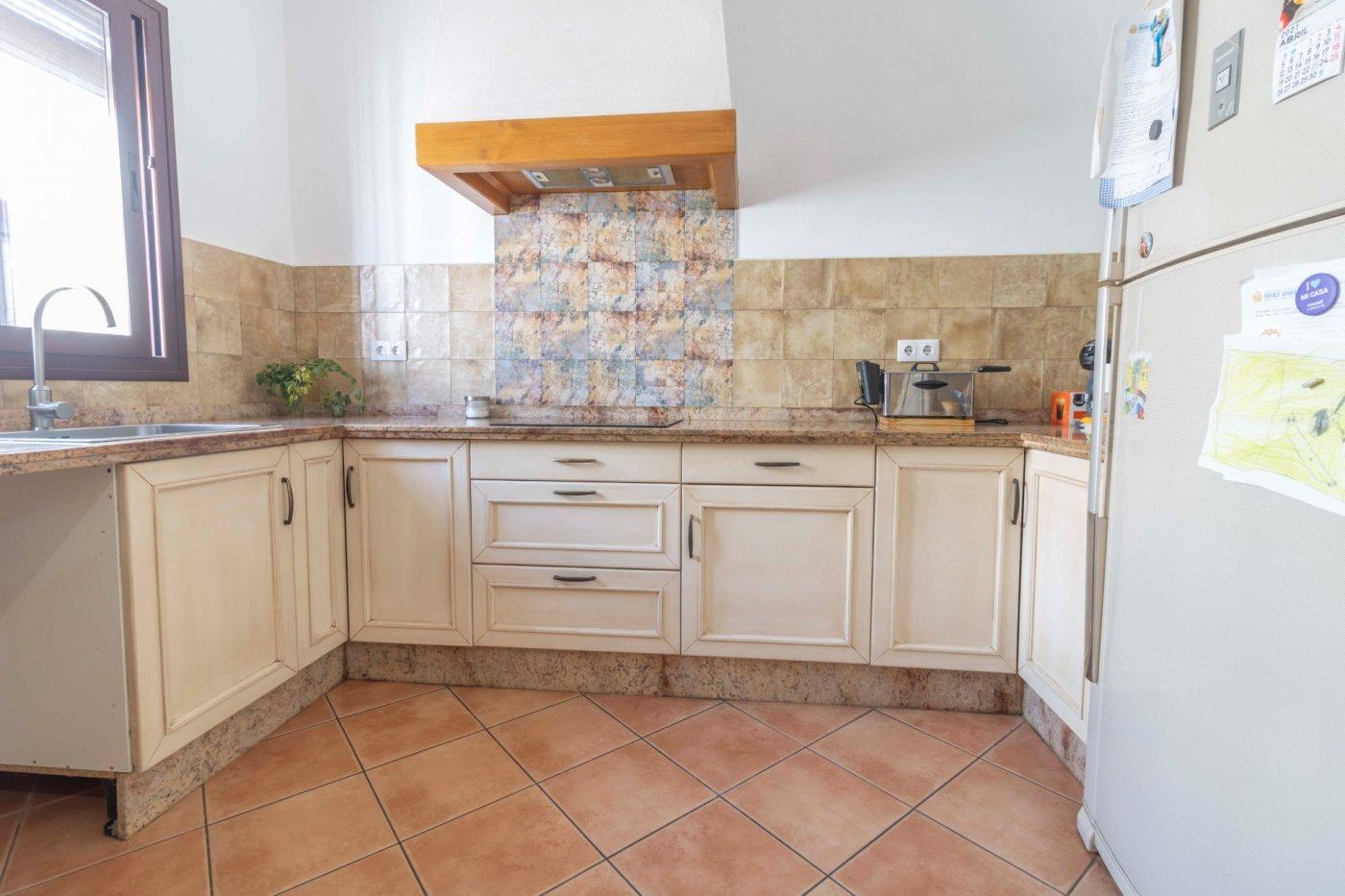 Casa de reciente construccion a la venta en carmona - imagenInmueble7