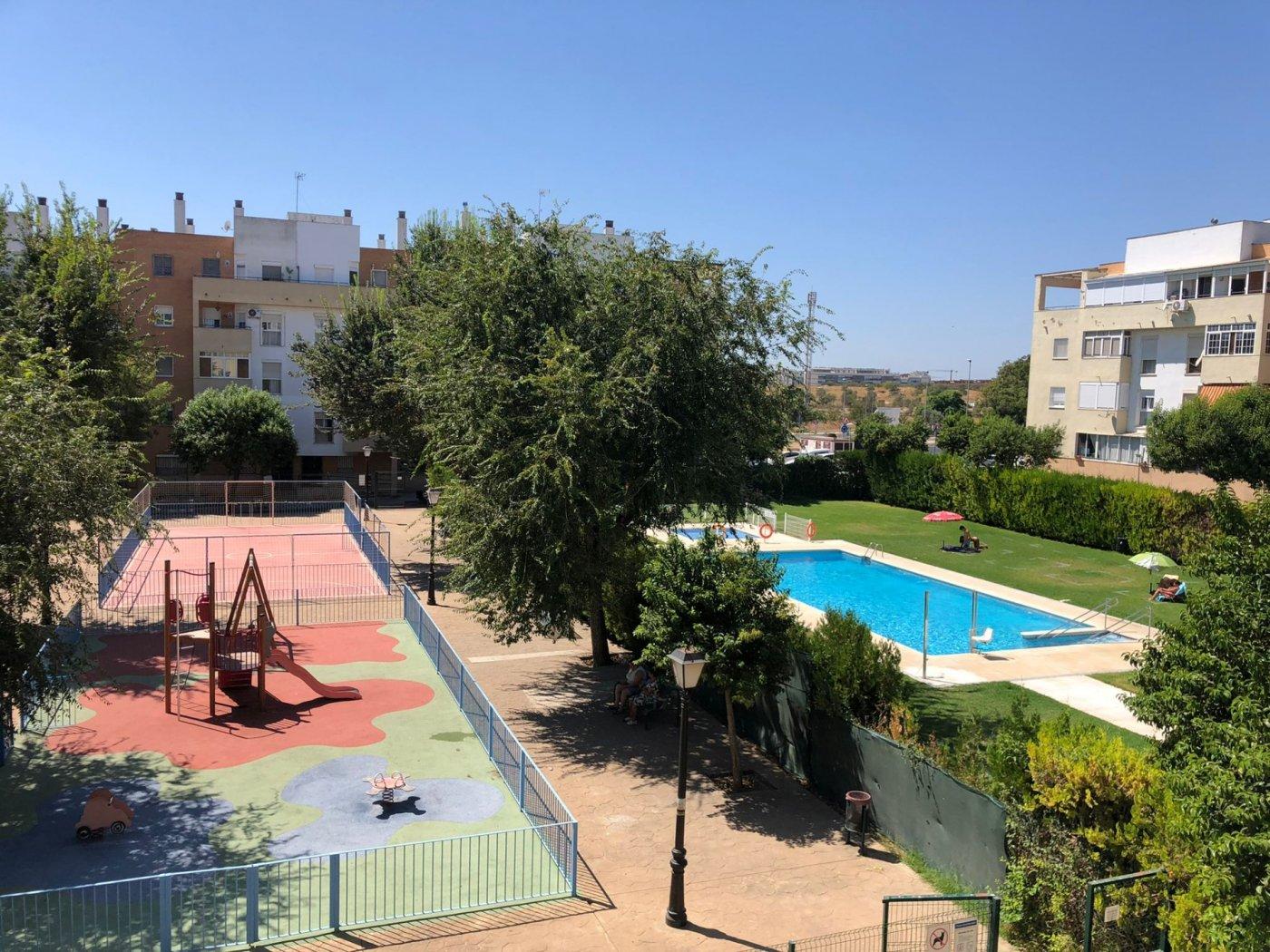 Piso de alquiler en urbanizacion con piscina en mairena del aljarafe - imagenInmueble0
