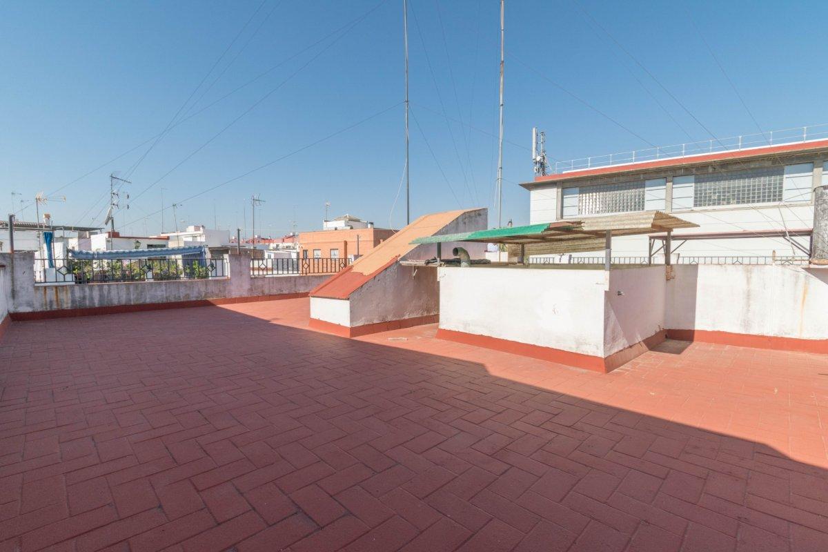 Casa de 3 plantas a la venta en el cerro del aguila - imagenInmueble34