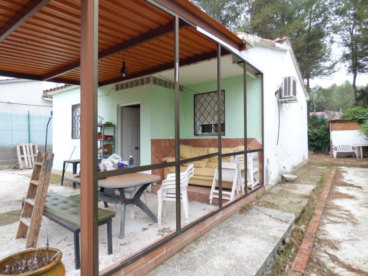 chalet  de  3 habitaciones  en venta con terreno de 736 m2 en el calvet.