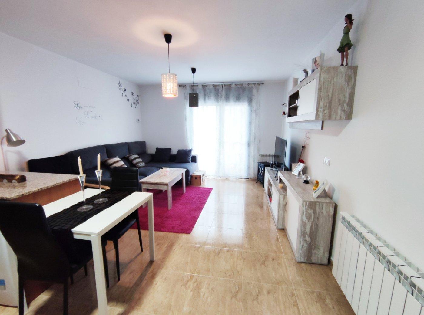 piso seminuevo en venta de dos habitaciones con parking y trastero en sant vicenÇ de castellet.
