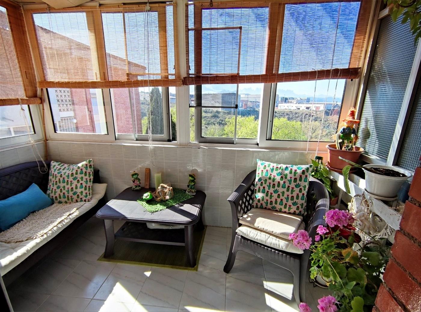 piso reformado de tres habitaciones con ascensor y maravillosas vistas en venta manres