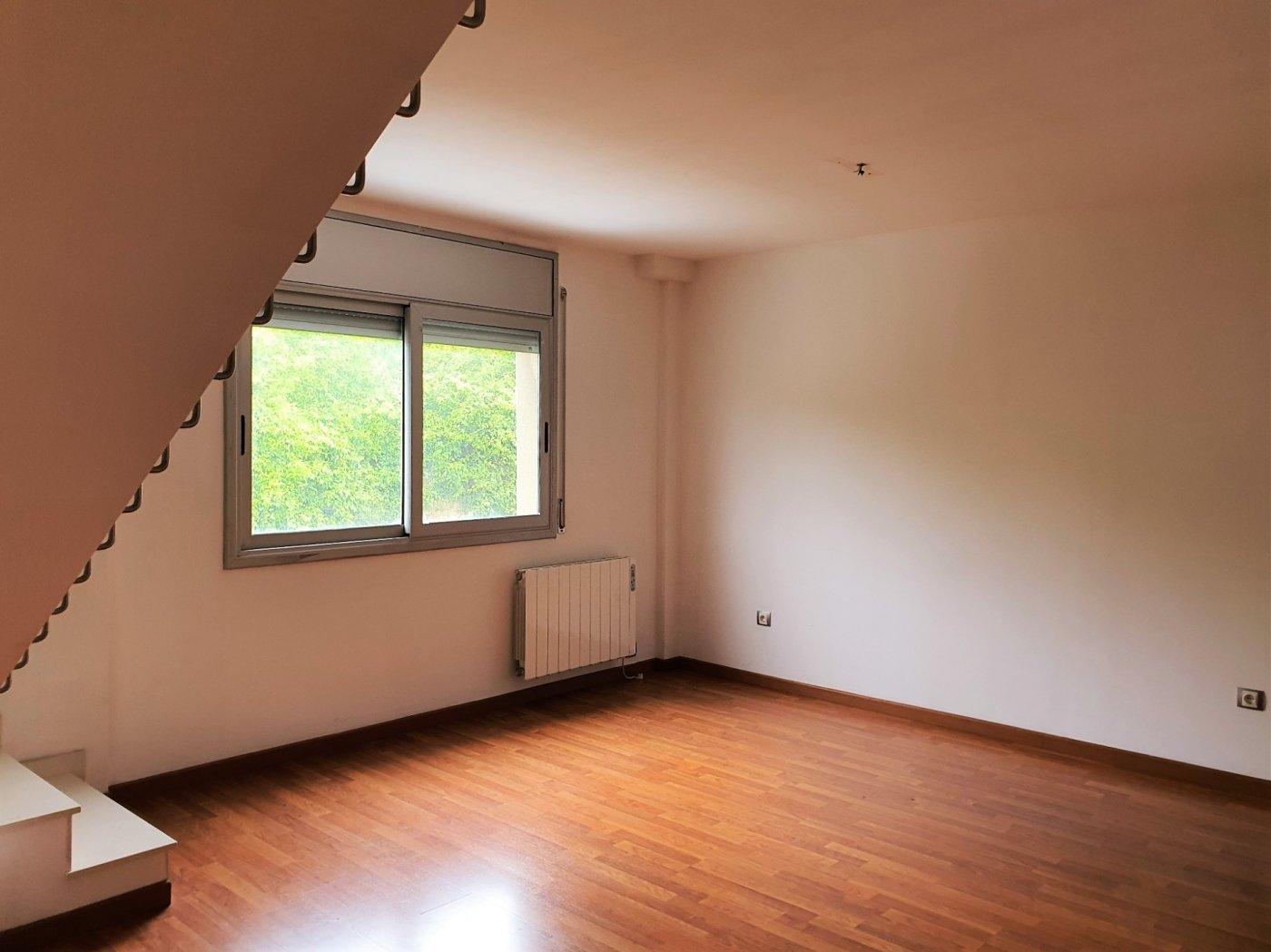 dÚplex seminuevo en alquiler con balcÓn dos balcones en castellgalÍ.