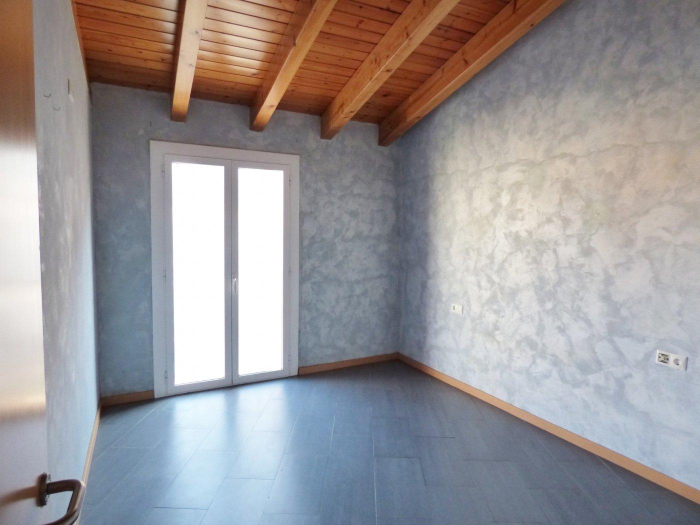 piso rehabilitado en alquiler de 3 habitaciones en el centro de artÉs