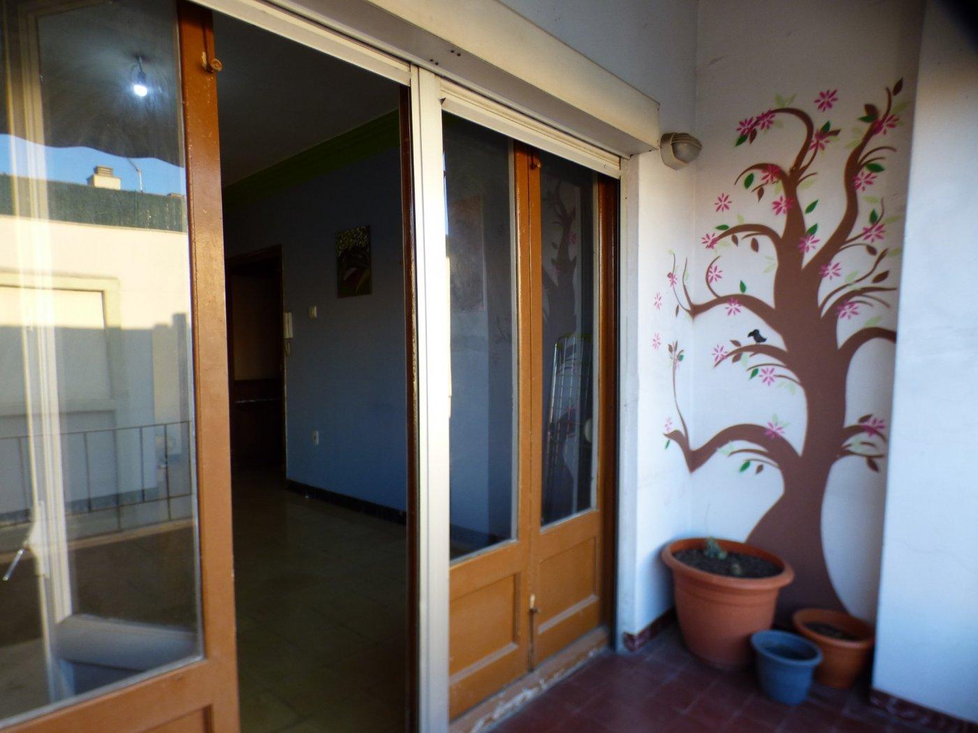 piso de cuatro habitaciones en venta en manresa (zona sagrada familia)