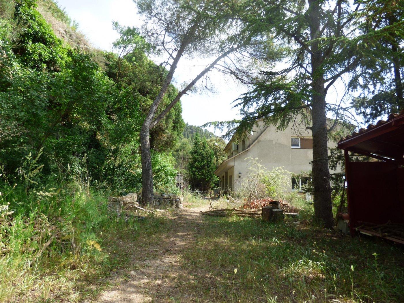 casa independiente con terreno en alquiler en plena naturaleza y mucha tranquilidad en marganell