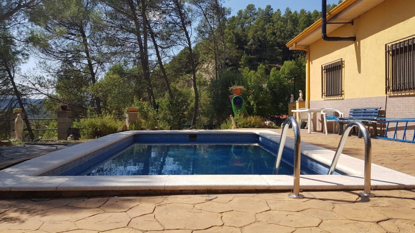 encantadora casa a cuatro vientos con piscina y terreno de 1000 m2 en venta en marquet paradis