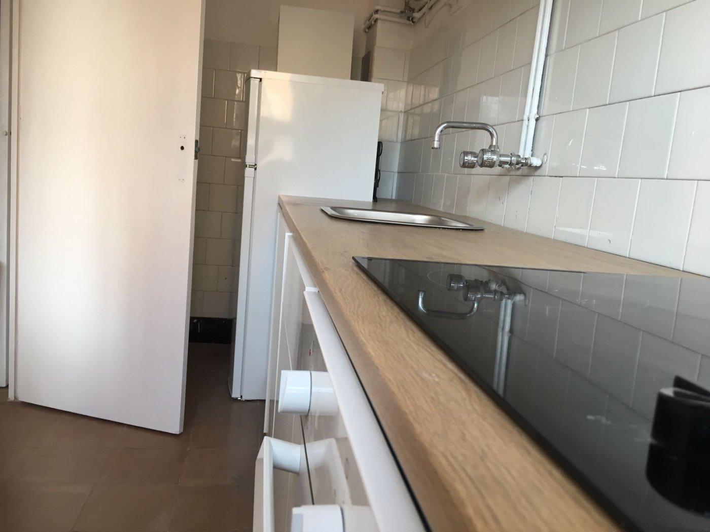 piso en totalmente amueblado y equipado de tres habitaciones en alquiler en manresa