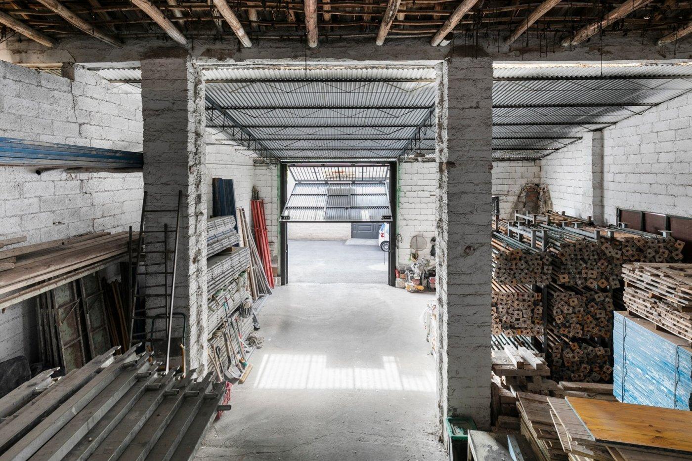 Nave Industrial en esquina, Granada