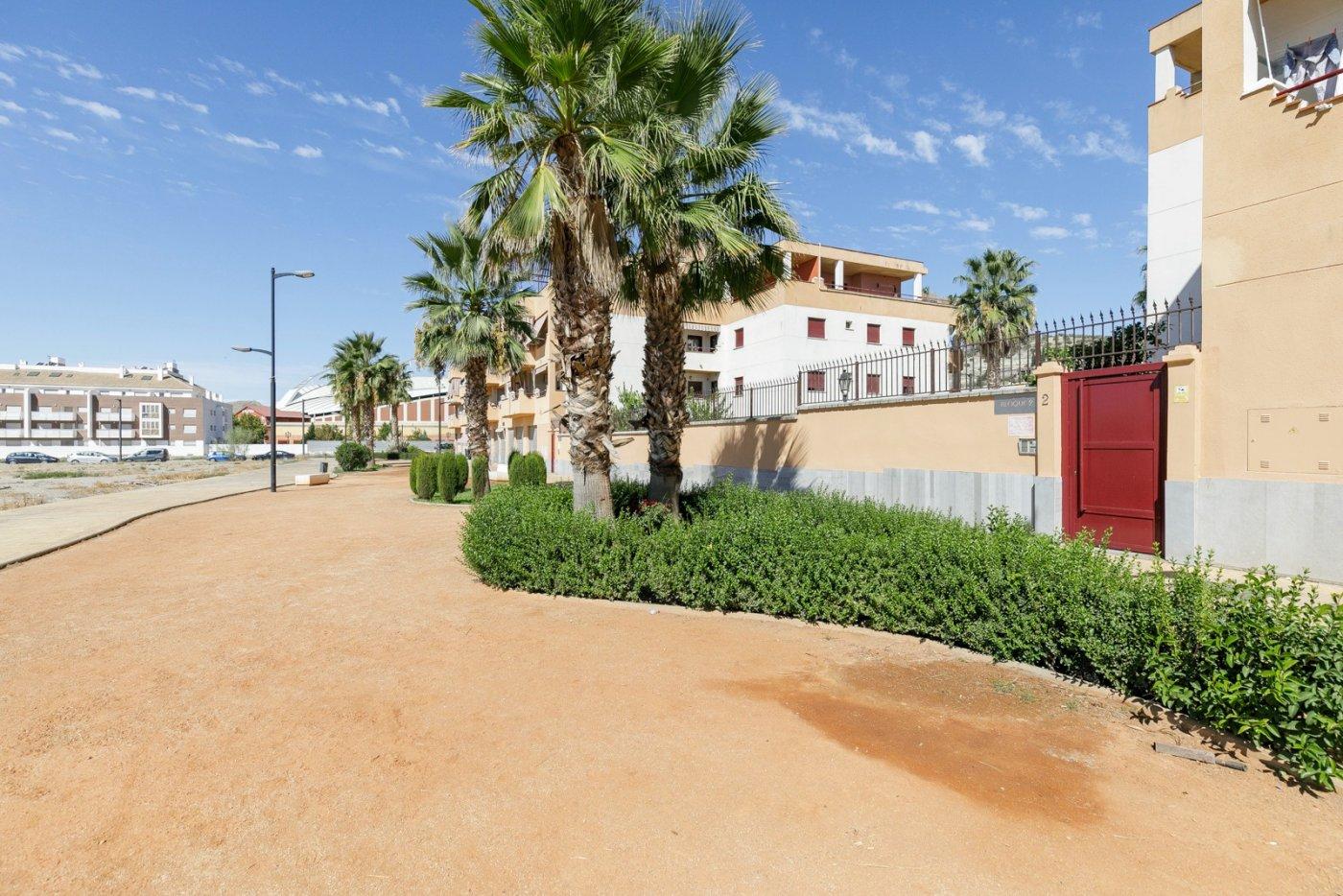 Bonito piso en esquina en urbanización con piscina
