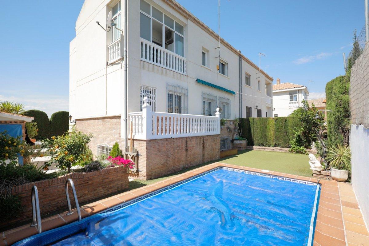 Magnífica pareada con piscina en los Ogíjares., Granada