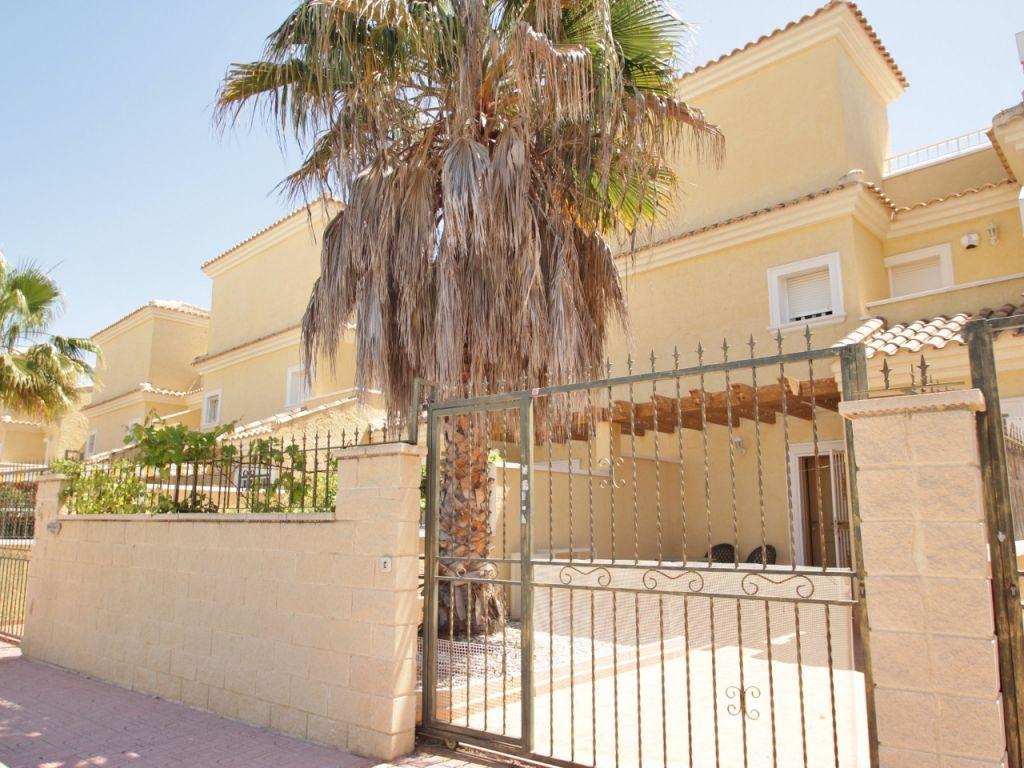 Semi detached property in Punta Prima (Punta prima)