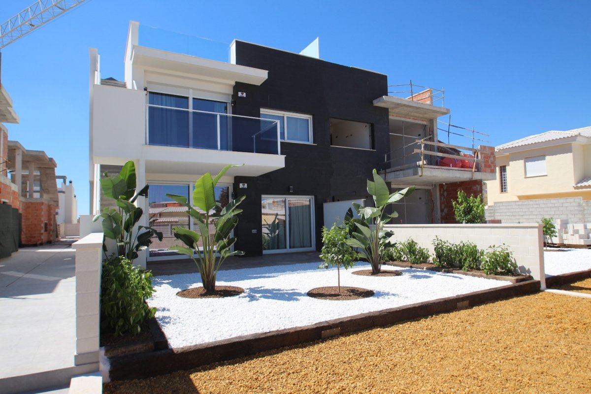 NEW BUNGALOWS IN TORREVIEJA (torrevieja)