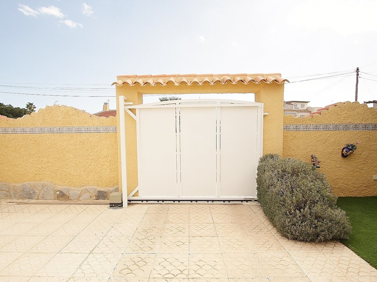 DETACHED VILLA IN EL CHAPARRAL - TORREVIEJA (El chaparral)