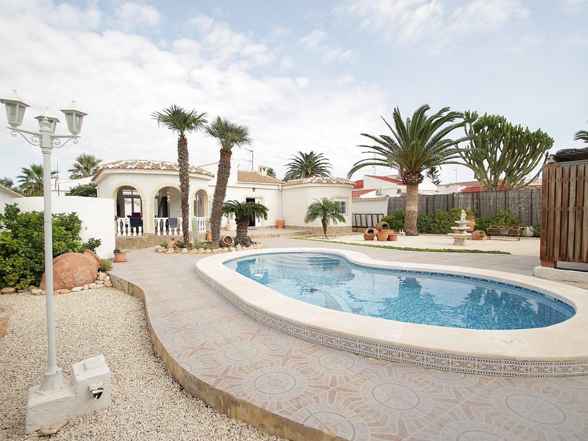 Villa for sale in La siesta, Torrevieja