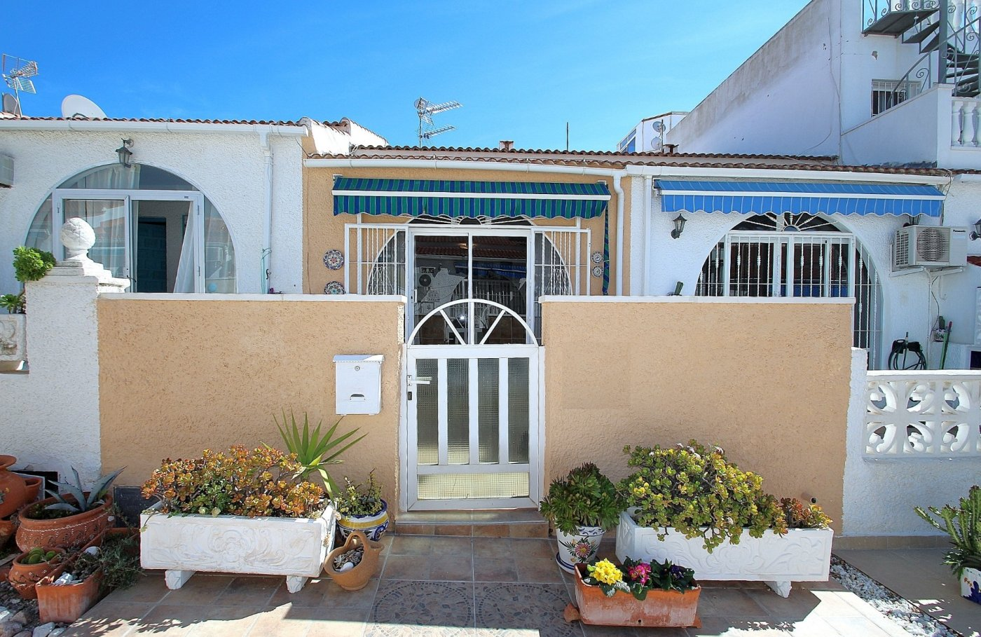 RENOVATED BUNGALOW IN LA SIESTA - TORREVIEJA (La siesta)
