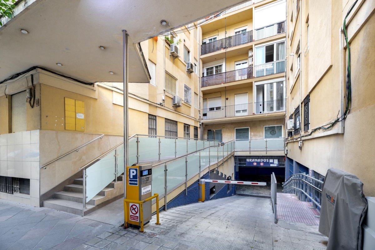 En venta amplio piso junto Recogidas, Granada