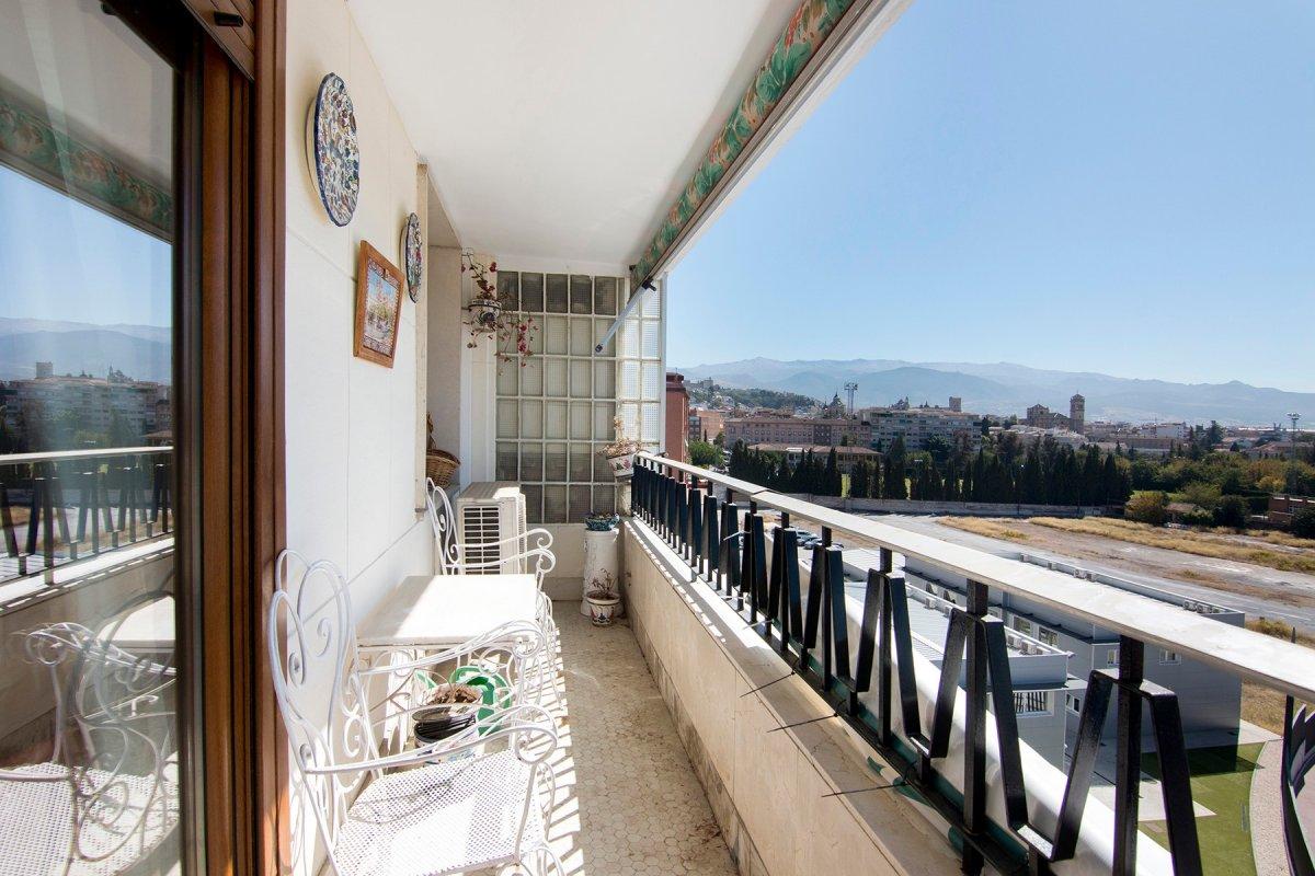 En venta amplio piso con vistas junto Renfe, Granada