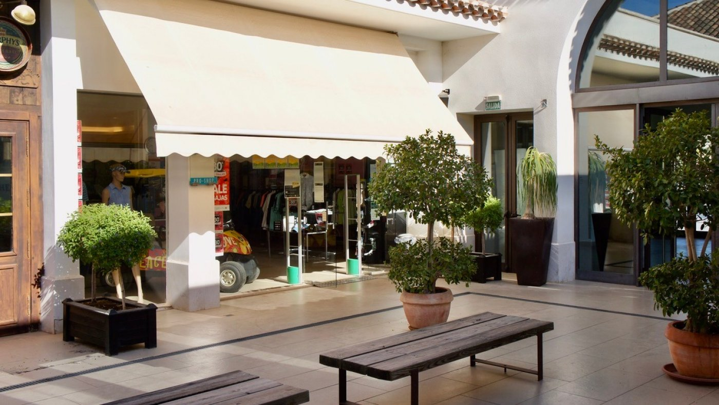 Gallery Image 26 of South facing golf and pool views, 2 bed, 1 bath low community fees.