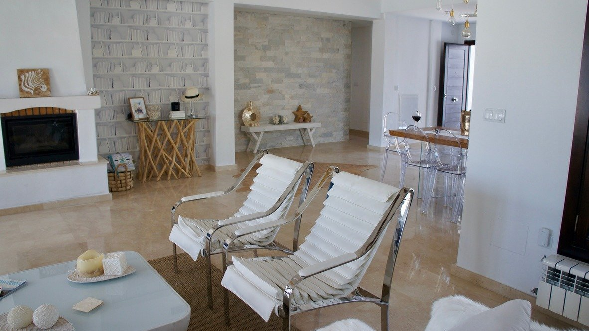 Gallery Image 12 of Luxurious sunny frontline villa with fantastic views and private pool on El Valle Golf Resort