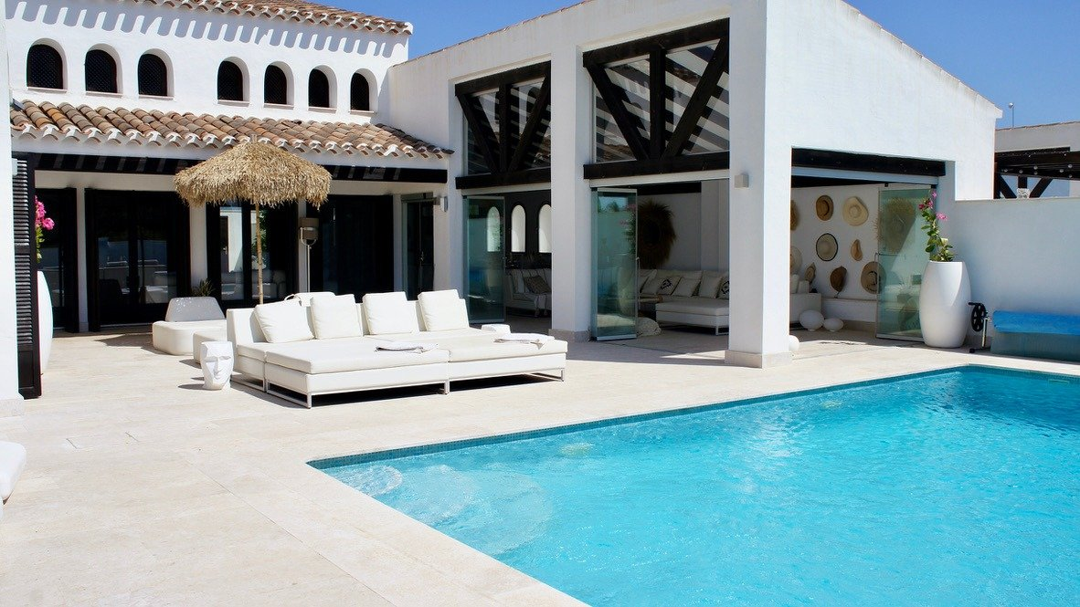 Gallery Image 1 of Luxurious sunny frontline villa with fantastic views and private pool on El Valle Golf Resort