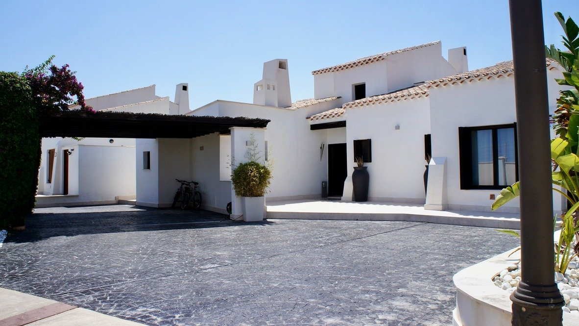 Gallery Image 4 of Luxurious sunny frontline villa with fantastic views and private pool on El Valle Golf Resort
