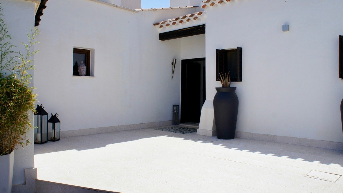 Gallery Image 5 of Luxurious sunny frontline villa with fantastic views and private pool on El Valle Golf Resort