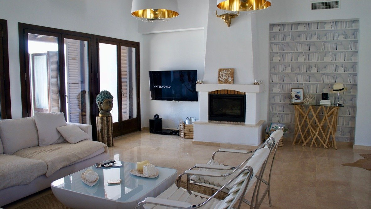 Gallery Image 8 of Luxurious sunny frontline villa with fantastic views and private pool on El Valle Golf Resort