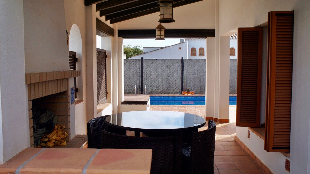 Imagen de la galería 4 of Bonita villa de esquina de 3 dormitorios con orientación sur y piscina privada en El Valle Golf