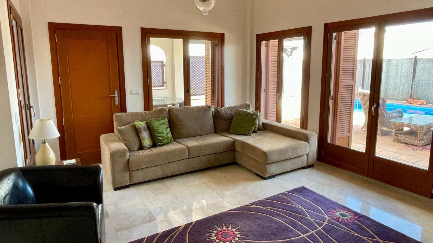 Imagen de la galería 6 of Bonita villa de esquina de 3 dormitorios con orientación sur y piscina privada en El Valle Golf