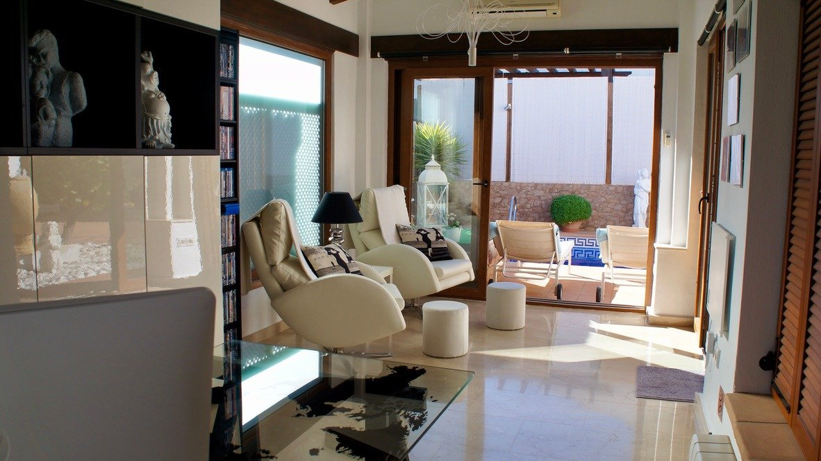 Galleribillede 16 of Super velholdt 5 værelses (4 soveværelser) villa med egen helt ugenert pool på El Valle Golf Resort