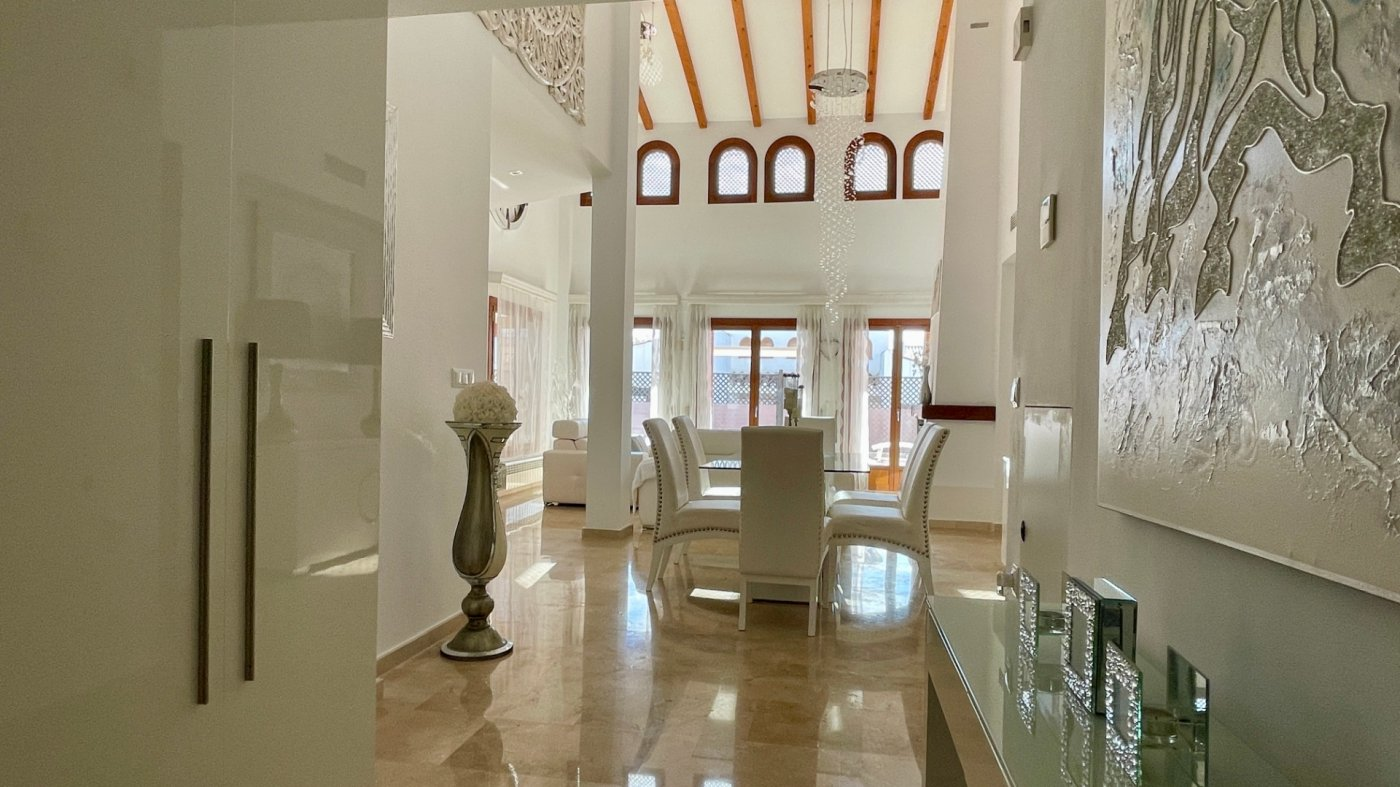 Imagen de la galería 6 of Se Vende Villa en El Valle Golf Resort, Baños Y Mendigo Con Piscina