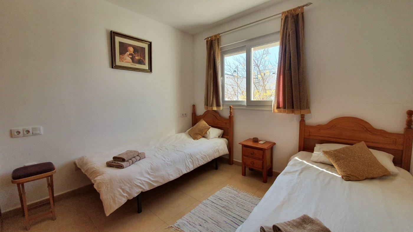 Imagen de la galería 4 of Apartamento de 2 dormitorios con terraza en la azotea, con vista a la piscina y cerca de todo