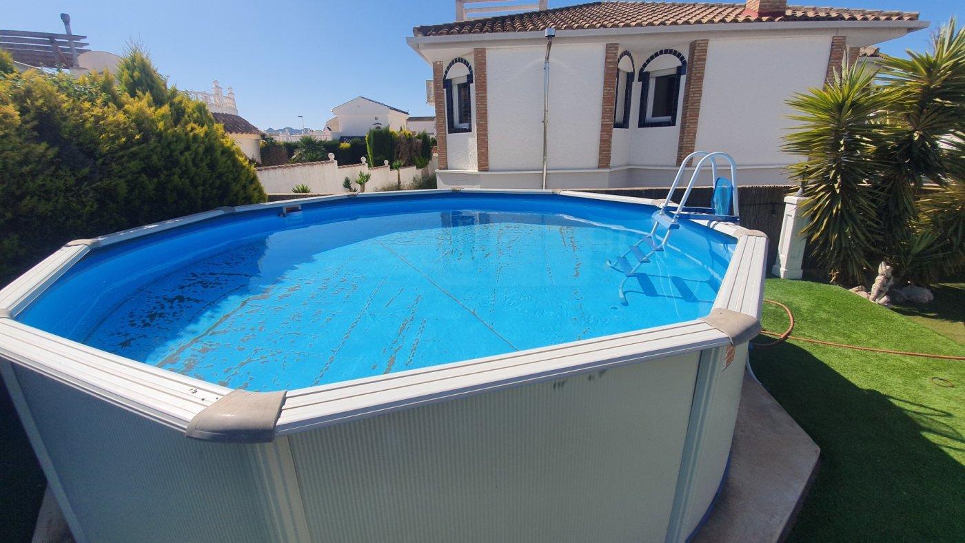 Imagen de la galería 3 of Chalet con piscina con 2 dormitorios en parcela de 700 metros